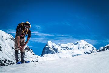 Excursión de senderismo con raquetas de nieve para grupos pequeños a...