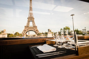 Dîner spécial en bus de luxe à Paris...