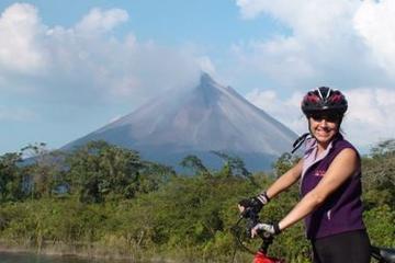Recorrido en bicicleta de montaña en una dirección en el volcán Arenal
