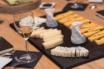 Degustazione di vini e formaggi in