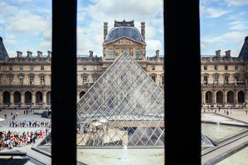 ルーブル美術館への優先入場特典付き入場券、現地…