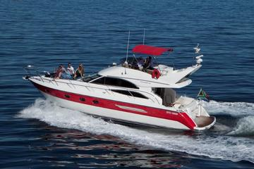 4-Hour Atlantic Seaboard Private Luxury Yacht Cruise from Cape Town
