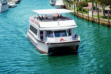 Bootstour entlang des Flussufers...