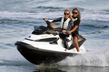 Alquiler de motos de agua en la bahía de San Antonio en Ibiza