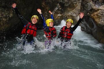 Expérience du canyoning dans les Alpes suisses au départ d'Interlaken