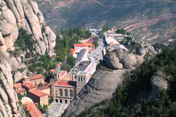 Privétour naar de abdij van Montserrat en grotten vanuit Barcelona