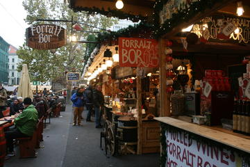 Christmas Market and Food Tour in Budapest
