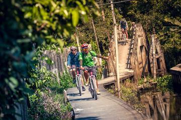 バンコク発裏通りを進むサイクリング ツアー