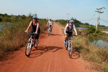 Avventura in bicicletta dalla città alla costa del Golfo della