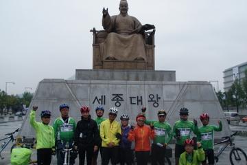 Recorrido turístico por Seúl en bicicleta o a pie