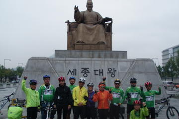 Seoul City Sightseeing by Bike and...
