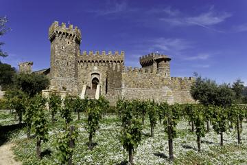 Excursão de bonde pelos vinhos e castelo do Vale de Napa