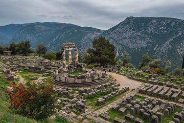 Delphi Out of The Ordinary Full Day Tour with Lunch