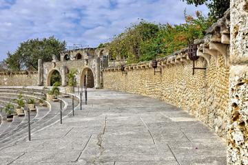 Excursión de un día a la Cueva de las Maravillas y a Altos de Chavón...