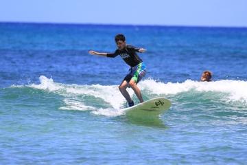 Surfkurs im Haleiwa Beach Park an der...