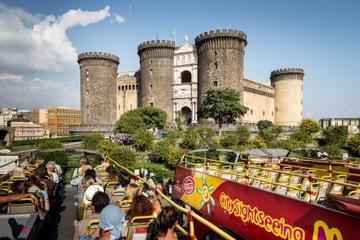 乗り降り自由のナポリ市内ツアー