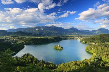 Lago de Bled y Castillo de Bled desde...