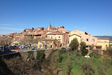 Circuit en petit groupe dans les célèbres villages perchés de...