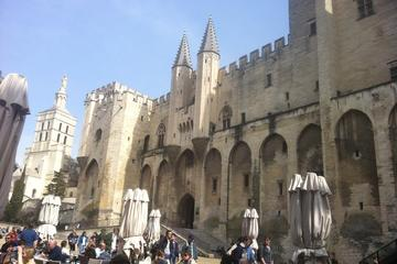 Full-Day Small Group Tour of Avignon and Villages of Luberon from Aix...