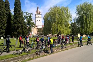 ブラショフ付近の要塞のある教会の2日間の自転車ツアー