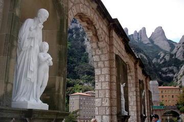 Excursión de un día a Montserrat desde Barcelona, con almuerzo...
