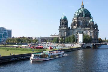1-stündige Besichtigungs-Bootsfahrt in Berlin mit Pizza und Getränk