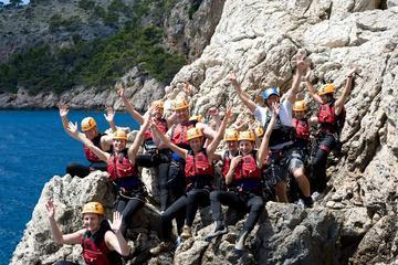 In einer kleinen Gruppe Serra de Tramuntana Klippenspringen Erlebnis...