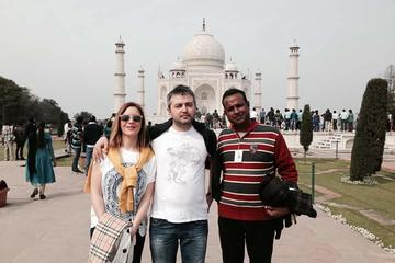 Taj Mahal Guided Tour From Delhi