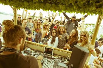Bateau festif à Ibiza avec open bar et arrêt à Formentera