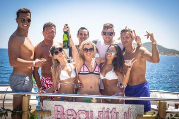 Fiesta en barco en Ibiza con bebidas...