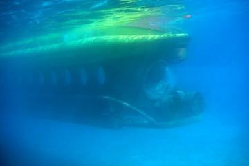 Viaje submarino bajo el mar rojo en...