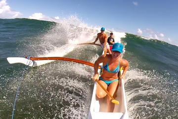 Surfe de canoa na Le Galion Beach, em São Martinho