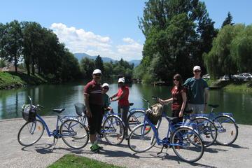 Excursão de bicicleta cruzando...