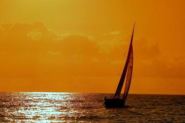 Croisière en voilier avec une Caipirinha sous le coucher du soleil au...