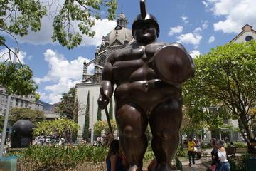 Visita a pie de historia y experiencia de la ciudad de Medellín