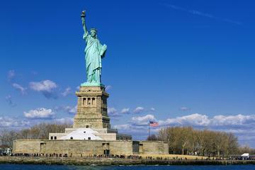 Tidig tur för små grupper till frihetsgudinnan och Ellis Island