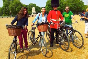 Recorrido en una bicicleta británica por los monumentos de Londres y...