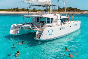Exclusivo da Viator: excursão diurna por Santorini, em catamarã de...