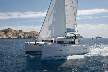 Private Lagoon 400 Sailing Tour in...