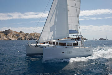 Private Tour: Lagoon 400 Sailing in...