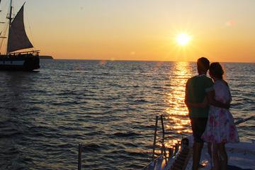 Segeltörn in Santorin bei Sonnenuntergang mit Ocean Voyager 74