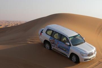 Woestijnsafari Dubai inclusief barbecue en 'dune bashing' door de ...