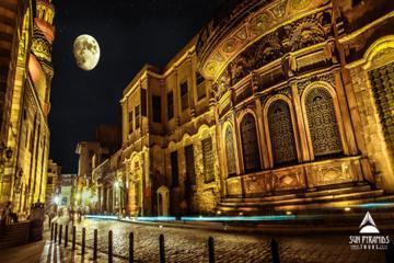 エジプトのEl-Moez通りとKhan Khalili Bazaar