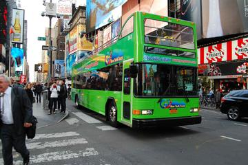 NYC Alle City Hop-on-Hop-off-Bustour und Statue of Liberty-Bootstour