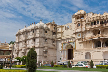 Walking Tour of Old Udaipur City...