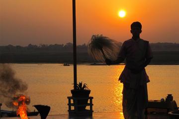 3-Hour Varanasi Morning Sunrise Boat ...