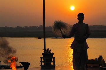 Tour de 3 horas en barco al amanecer a Varanasi