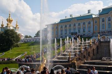 5-stündige halbprivate Führung durch das Schloss Peterhof und den...