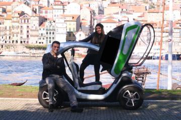 Excursão de carro elétrico em Porto ao lado do rio com guia de áudio...