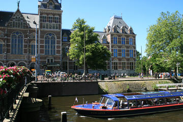 75-Minute Amsterdam Canal Cruise with Rijksmuseum and Heineken ...